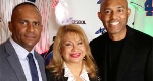 El productor y director del programa, Daniel Reyes, junto a Luz La Torre, directora de ventas de Buena Visión y el legendario beisbolista, Mariano Rivera.