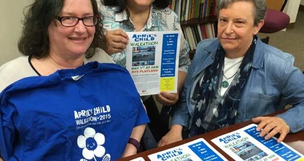 Laura Schwartz, directora ejecutiva de April's Child, junto con ... y Ruth Ipince, profesionales de la institución sin fines de lucro.
