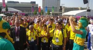 Los deportistas ecuatorianos en la bienvenida que ofreció la organización de los Juegos Olímpicos a las delegaciones participantes.