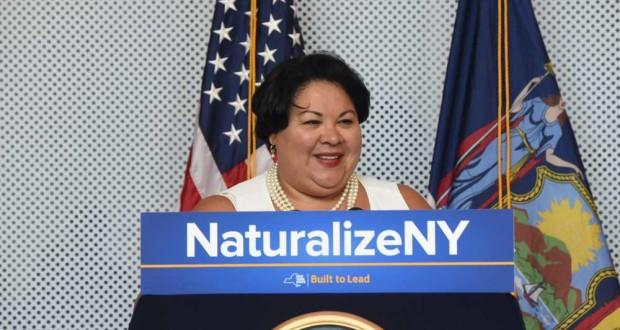 La secretaria de estado de Nueva York, Rossana Rosado, durante el anuncio de asistencia a los inmigrantes elegibles que quieren solicitar la ciudadanía estadounidense.