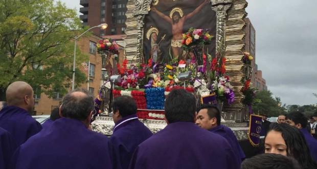 Procesión realizada en White Plains, en años anteriores, llena de devoción y tradición peruana.