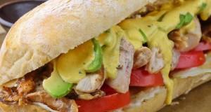 El sánguche de pollo, es una delicia y según ha explicado Gastón Acurio, solo toma cinco minutos para prepararlo.