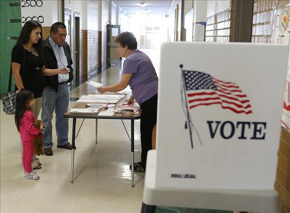 Millones de latinos ya comenzaron a votar y decir presente en unas elecciones reñidas.